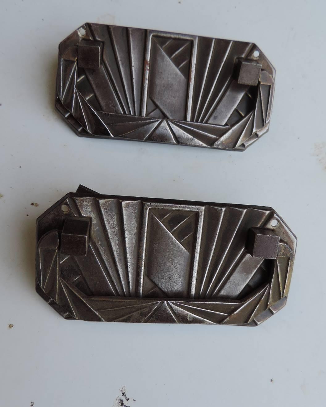 poignes anciennes en fer de meuble art dco dimensions l10 cm x h 5cm prix 20 la paire rf j l