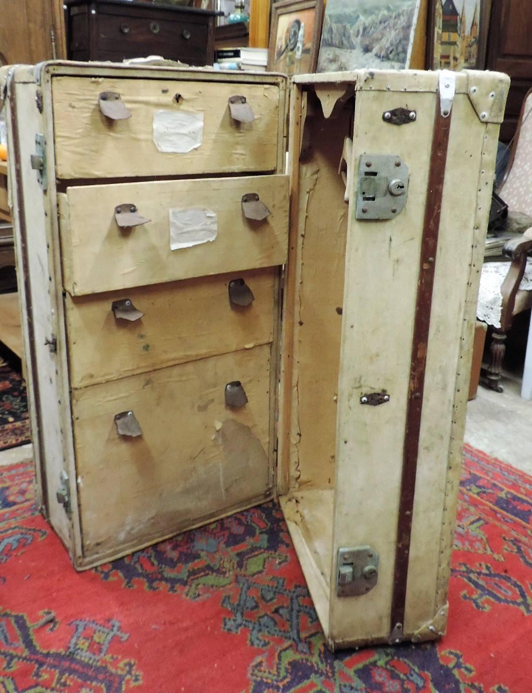 malle cabine ancienne brocanta. Black Bedroom Furniture Sets. Home Design Ideas